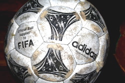 adidas-world-cup-soccer-ball-1994-usa.jpg